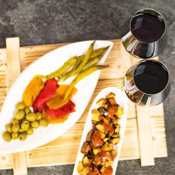 Spanische Feinkost mit Wein Geschenk