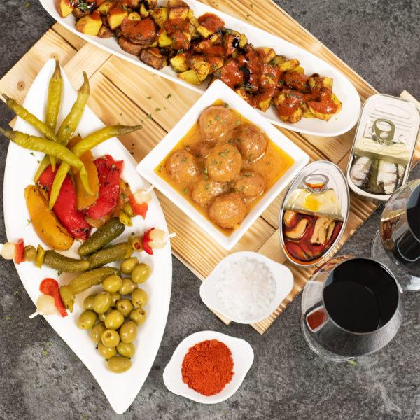 spanien Ggeschenkbox mit Wein und Patatas Bravas