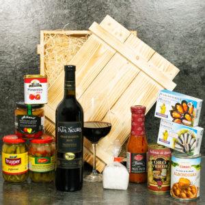 Spanischer Geschenkkorb mit Feinkost und Wein