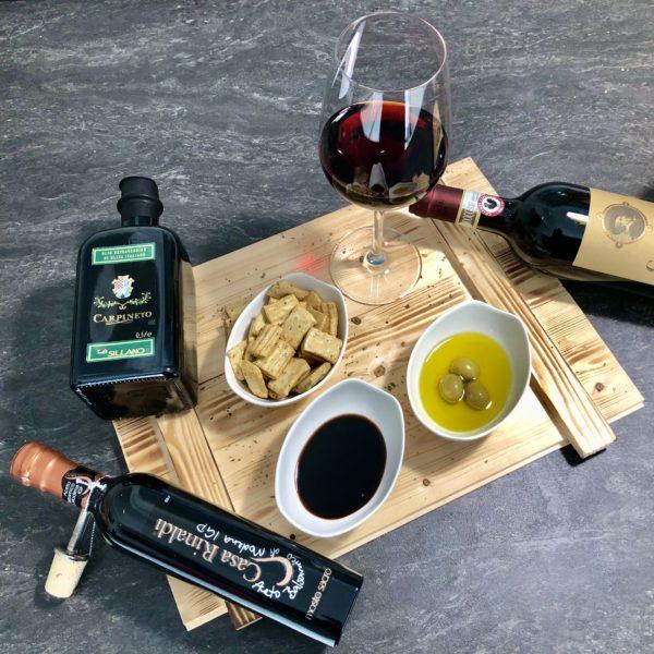Gourmet Holz Box mit italienischem Öl & Essig - Italienischer Presentkorb für Paare die gerne italienisches Essen kochen und die Küche lieben. Das kulinarische Präsent Geschenkset für zwei Feinschmecker